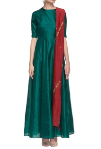emerald-green-anarkali-with-maroon-dupatta