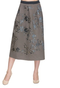 grey-pleated-skirt-with-velvet-applique
