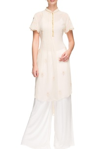 white-floral-kurta-with-pleated-details