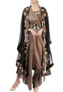 taupe-sari-with-black-shrug-belt