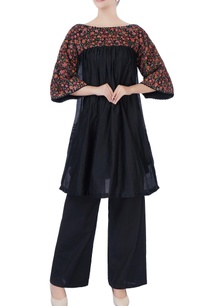 black-floral-embroidered-kurta-pants