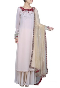 ivory-rose-embroidered-kurta-set