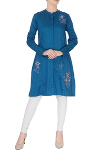 blue-floral-embroidered-kurta