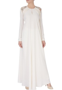 white-fitted-embroidered-long-kurta