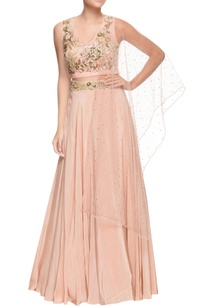 peach-silk-lehenga-embroidered-blouse