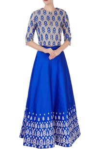 blue-embroidered-flared-lehenga