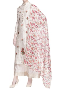 white-floral-embroidered-kurta-set