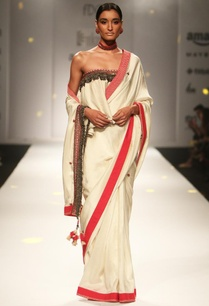 ivory-embellished-sari-with-ruffled-blouse