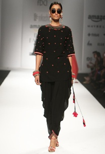 black-embroidered-backless-tunic-with-jodhpuri-pants