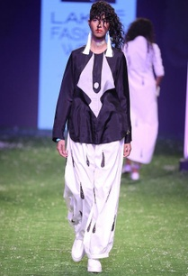 black-printed-tunic-with-white-printed-baggy-pants