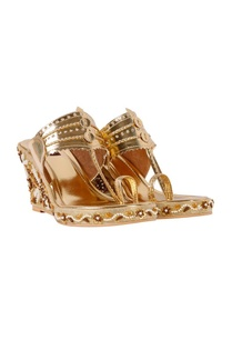 gold-floral-embroidered-kolhapuri-wedges