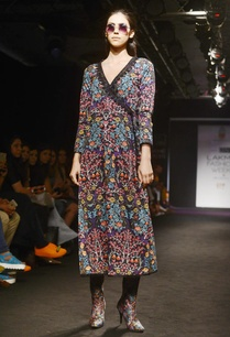black-multicolored-floral-motif-printed-tunic