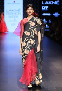 maroon-embroidered-sari