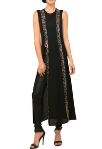 black-sleeveless-long-slit-tunic
