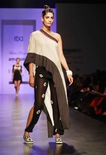 beige-black-tattoo-printed-one-shouldered-sari-top