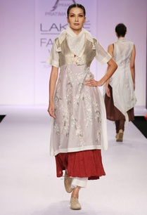 white-maroon-embroidered-kurta-with-palazzo