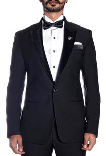 black-lapel-tuxedo