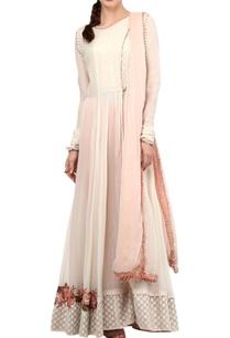 peach-ivory-floral-embroidered-kurta-set