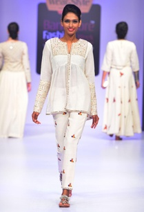 white-mirror-embroidered-tunic
