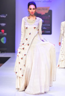 white-mirror-and-thread-embroidered-dress