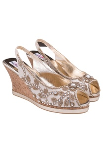 beige-floral-embroidered-peeptoes
