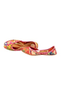 multi-colored-floral-printed-juttis