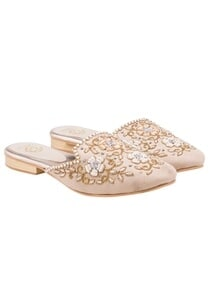 beige-embroidered-mules