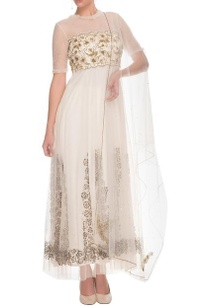 white-floral-embroidered-kurta-set