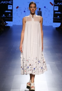 white-pleated-dress-with-prints