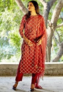 oxblood-embroidered-kurta-with-pants-dupatta
