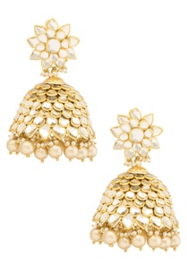 gold-kundan-studded-jhumkas-with-pearls