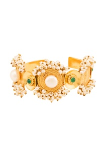 gold-plated-cuff-with-green-onyx-pearls