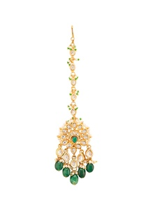 gold-plated-maangtika-with-green-onyx-and-pearls