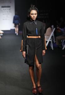 black-straight-fit-shirt-dress