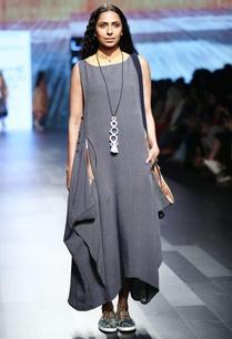 denim-blue-maxi-dress-with-patch-pockets