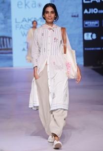 white-floral-print-button-up-dress