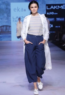 navy-blue-loose-fitted-trousers