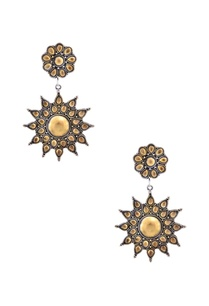 antique-gold-plated-floral-pattern-drop-earrings