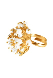 gold-plated-ring-with-pearls