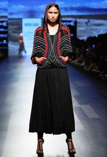 black-pleated-kurta
