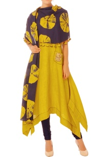 mustard-tunic-with-tie-dye-scarf