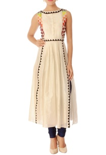 off-white-chanderi-embroidered-kurta