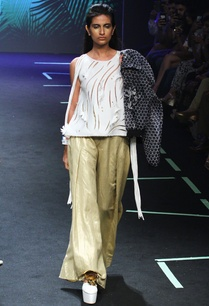 gold-wide-pants-with-pleats