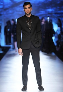 black-tailored-blazer
