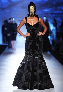 black-velvet-fishtail-gown