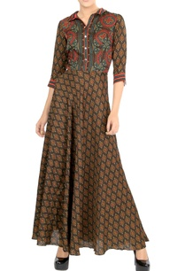 brown-motif-print-maxi-dress