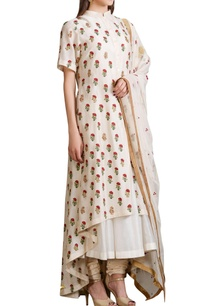 ivory-kalidar-kurta-set-with-embroidered-floral-motifs