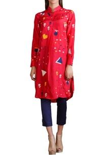 raspberry-tunic-with-geometric-printed-motifs
