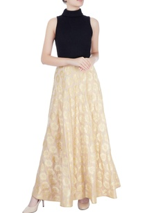 beige-skirt-with-floral-motifs