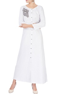 white-applique-shirt-dress